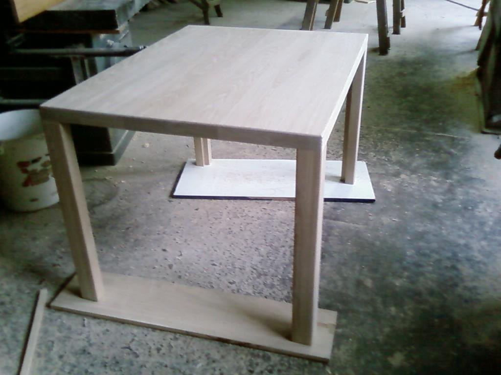 Przykład blatu stołu z deseczek klejonych na grubość oraz szerokość