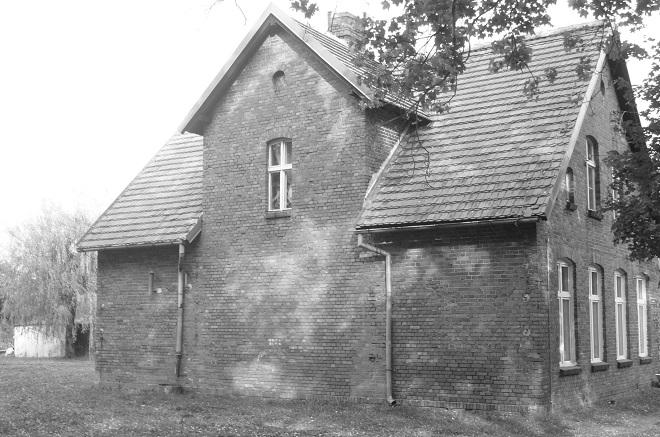 Budynek byłej szkoły w Gorzeniu.