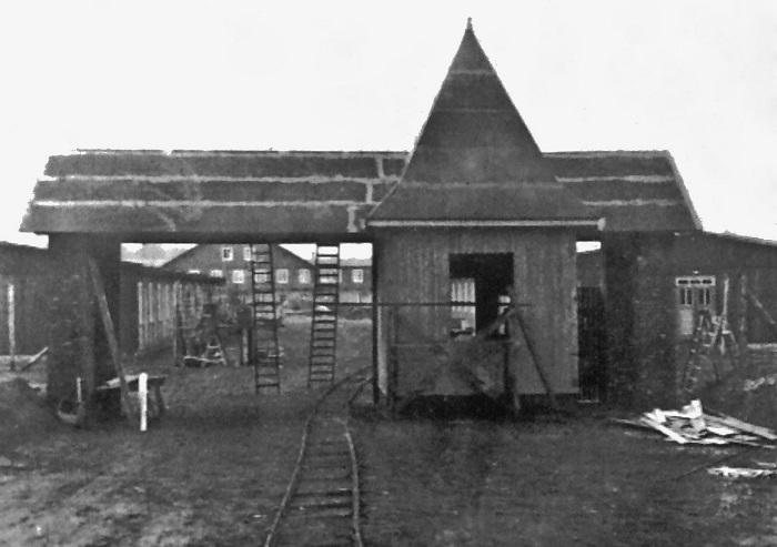 Brama główna niemieckiego obozu w Potulicach